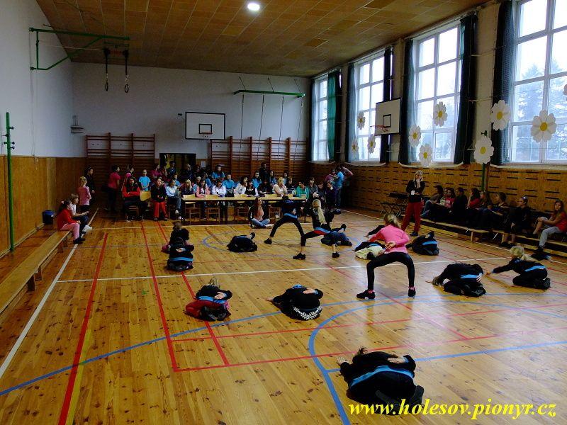 Sedmikvitek-tanec-2012-003