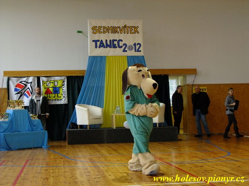 Sedmikvitek-tanec-2012-007