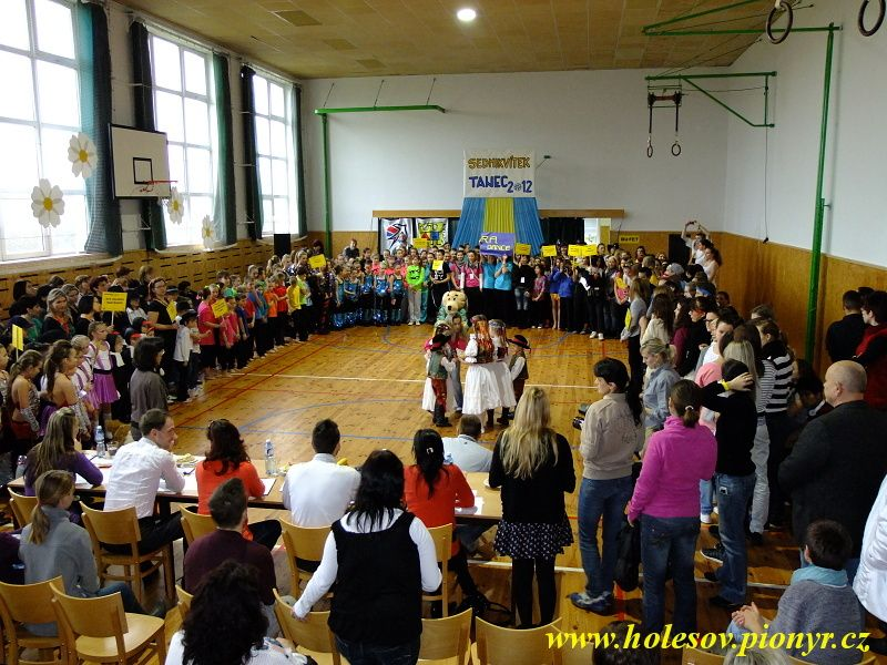 Sedmikvitek-tanec-2012-009