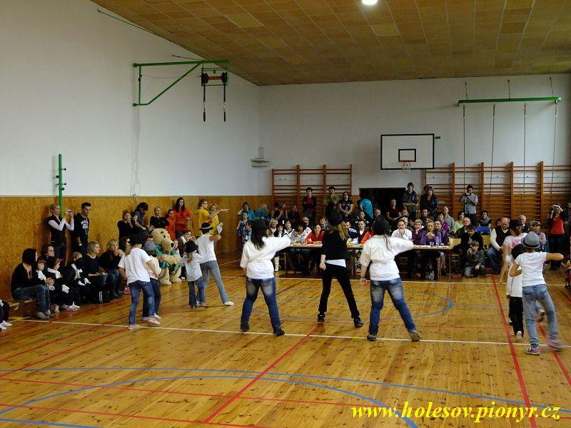 Sedmikvitek-tanec-2012-017