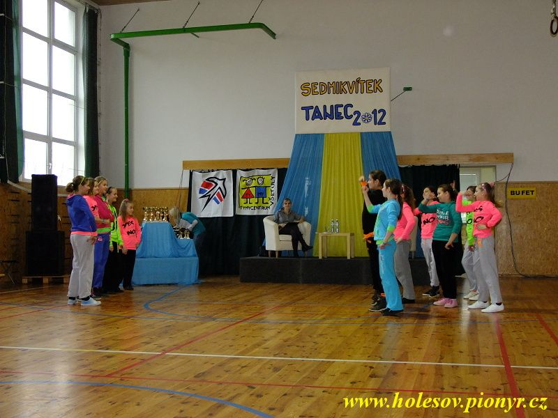Sedmikvitek-tanec-2012-019