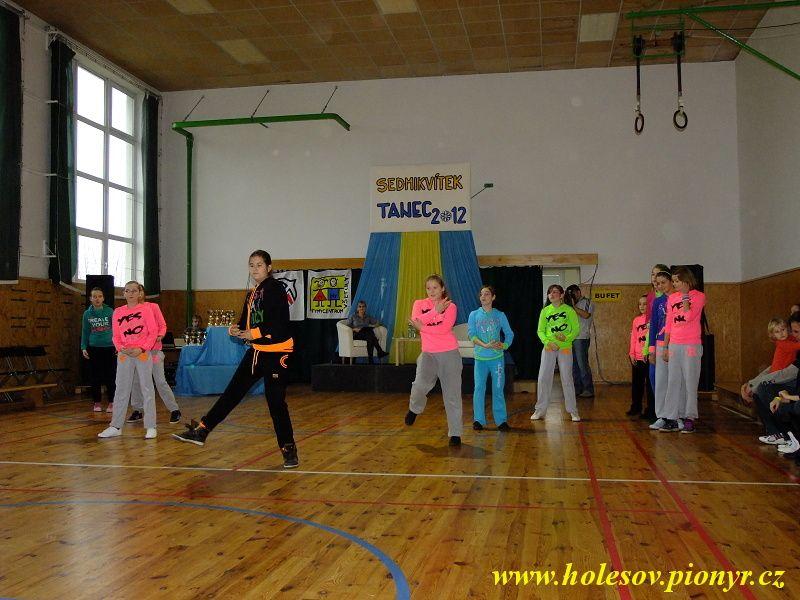 Sedmikvitek-tanec-2012-021