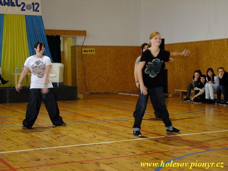 Sedmikvitek-tanec-2012-030