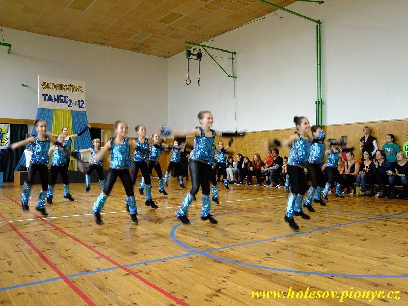 Sedmikvitek-tanec-2012-031