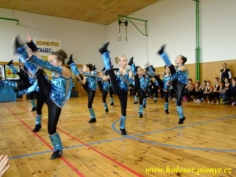 Sedmikvitek-tanec-2012-032