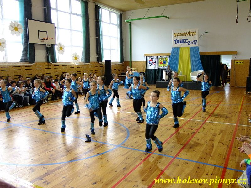 Sedmikvitek-tanec-2012-033