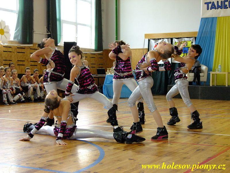 Sedmikvitek-tanec-2012-035