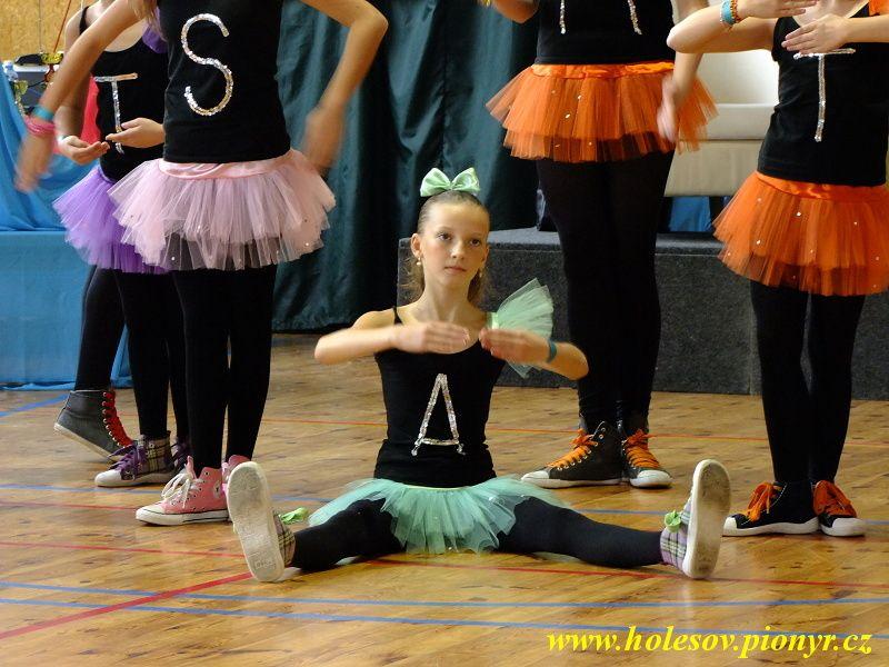 Sedmikvitek-tanec-2012-038