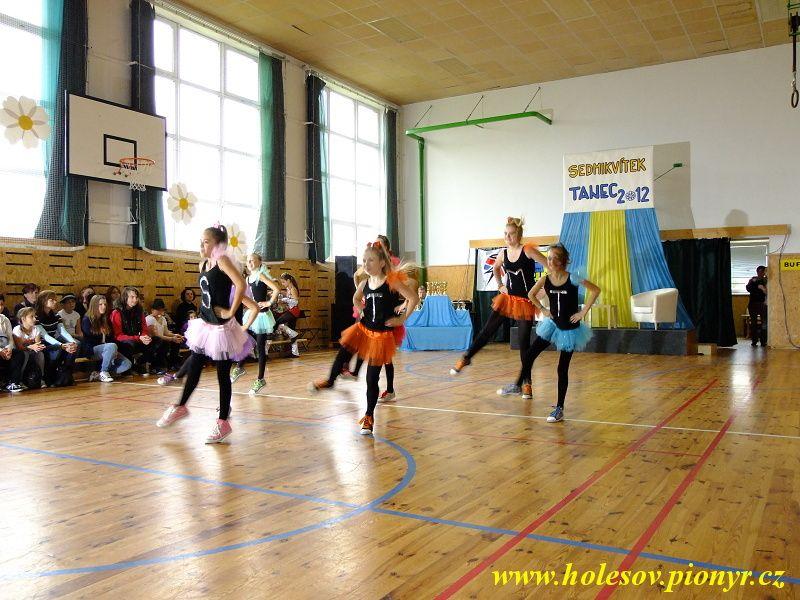 Sedmikvitek-tanec-2012-040