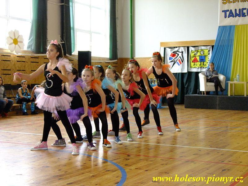 Sedmikvitek-tanec-2012-041