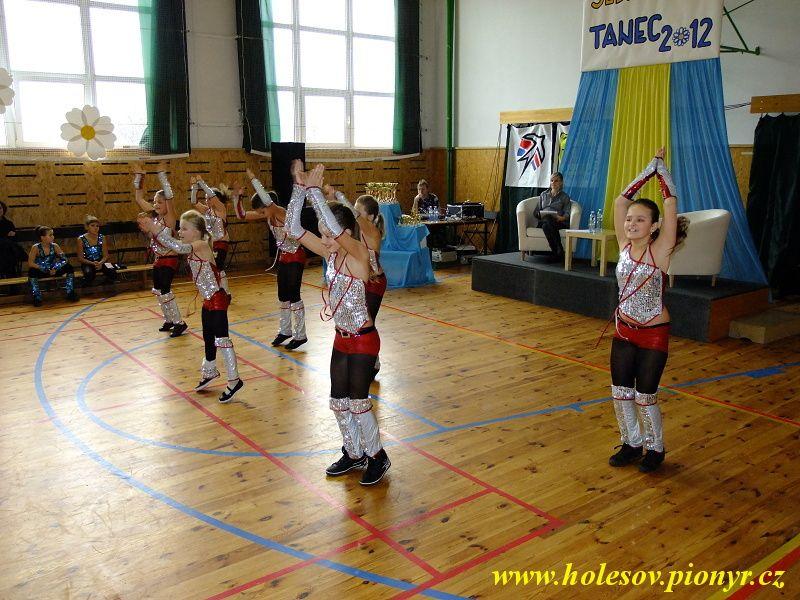 Sedmikvitek-tanec-2012-043