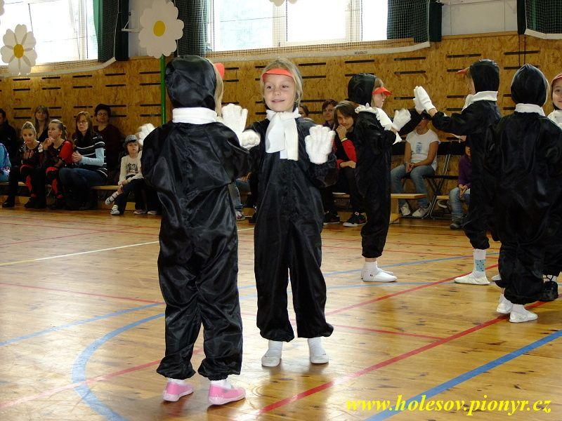 Sedmikvitek-tanec-2012-047