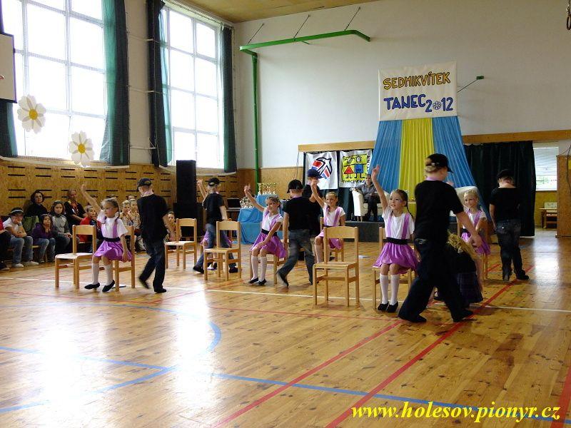 Sedmikvitek-tanec-2012-050