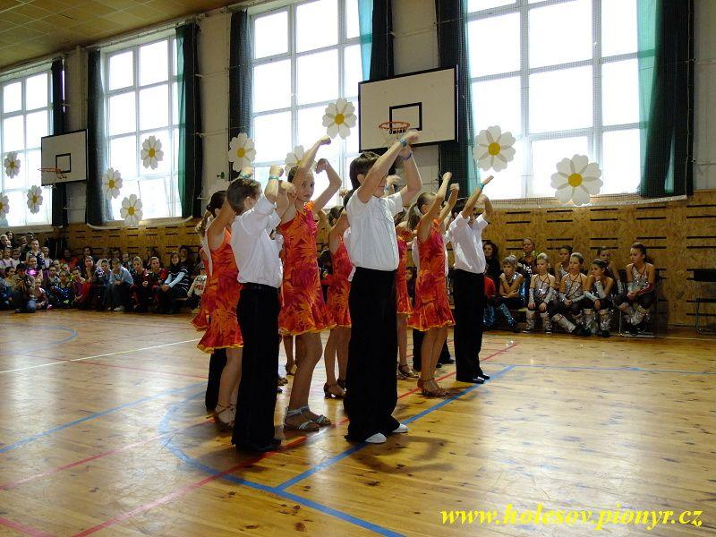 Sedmikvitek-tanec-2012-055