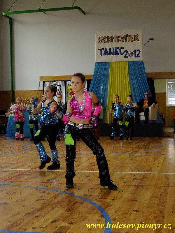 Sedmikvitek-tanec-2012-068
