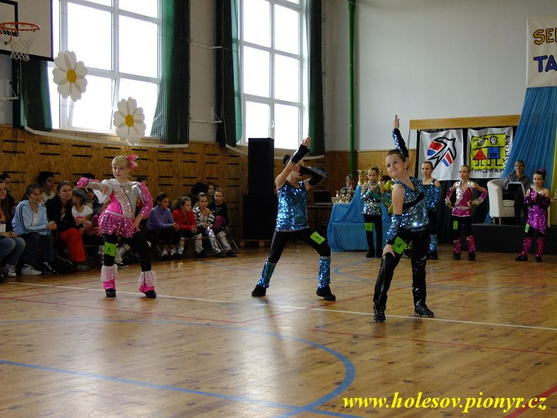 Sedmikvitek-tanec-2012-069