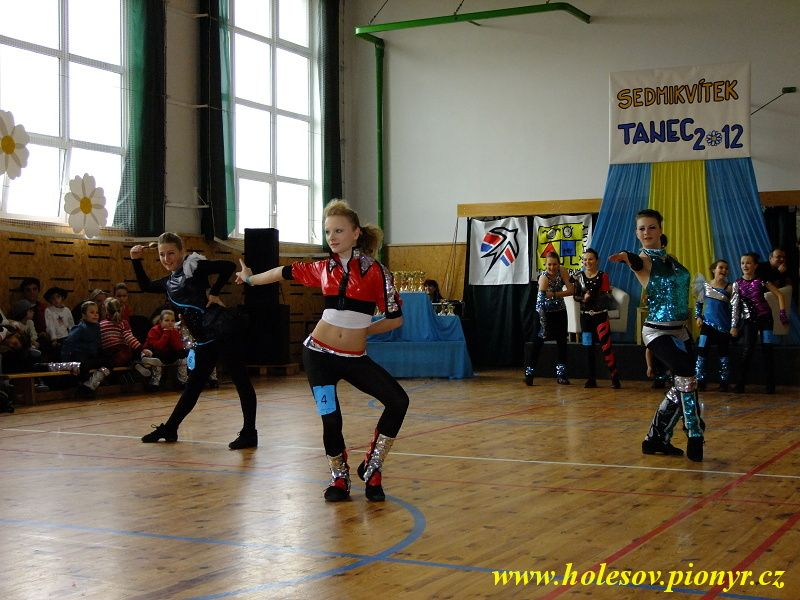 Sedmikvitek-tanec-2012-075