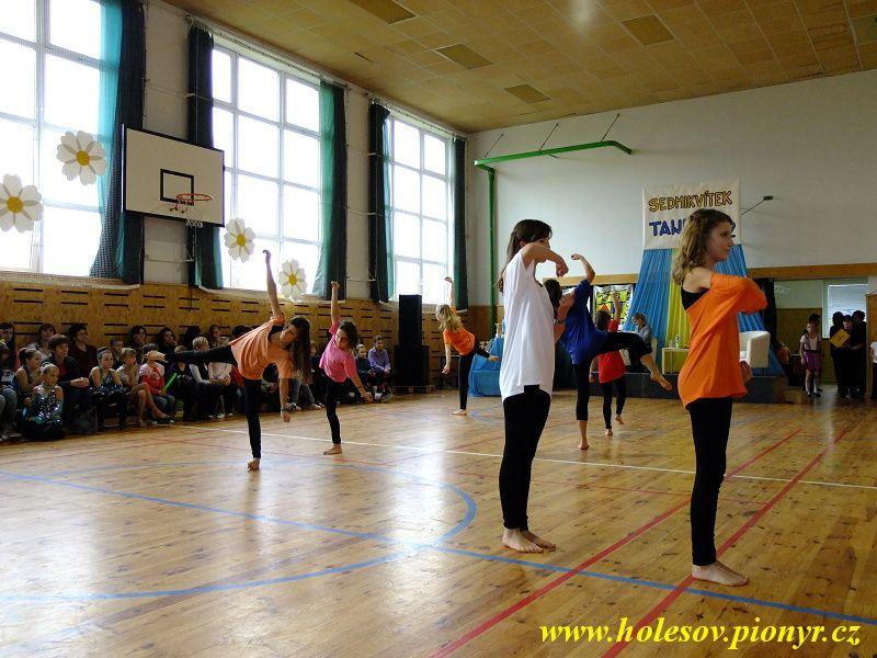 Sedmikvitek-tanec-2012-083