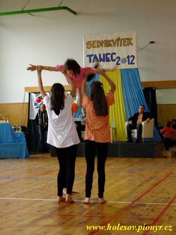 Sedmikvitek-tanec-2012-085