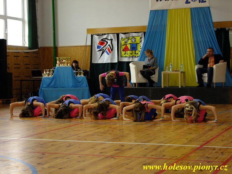 Sedmikvitek-tanec-2012-089