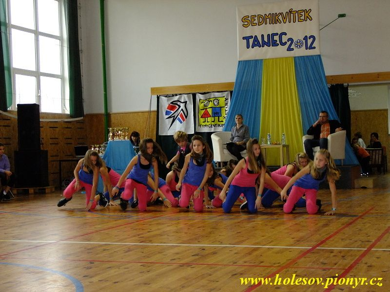 Sedmikvitek-tanec-2012-090