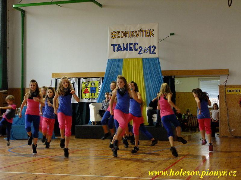 Sedmikvitek-tanec-2012-091