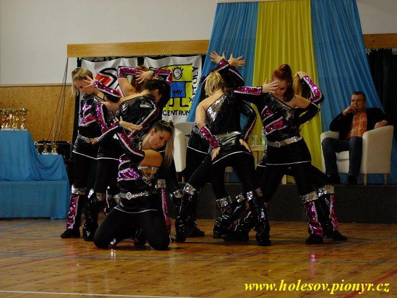 Sedmikvitek-tanec-2012-093