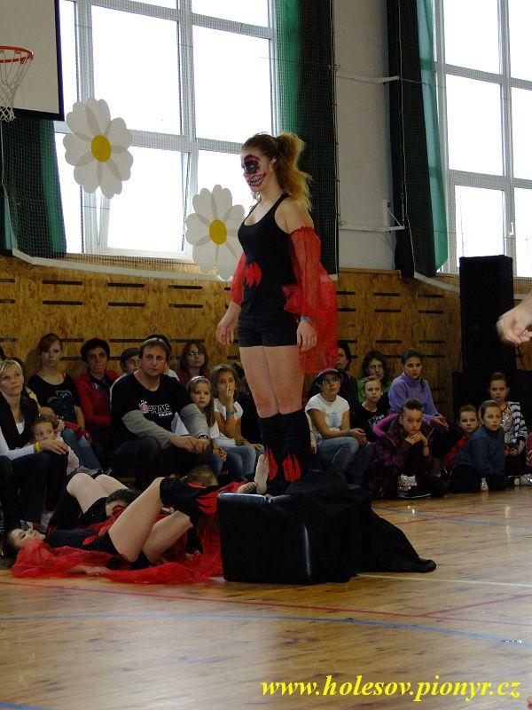 Sedmikvitek-tanec-2012-099