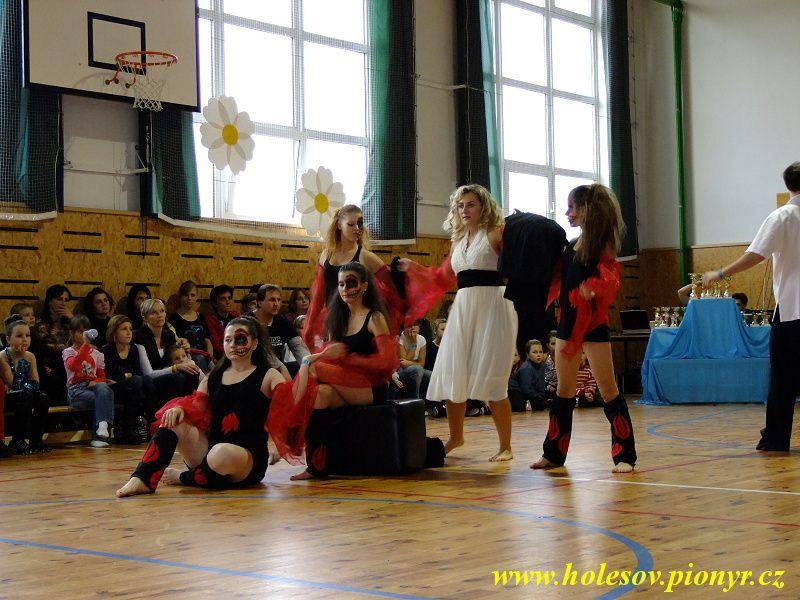 Sedmikvitek-tanec-2012-101