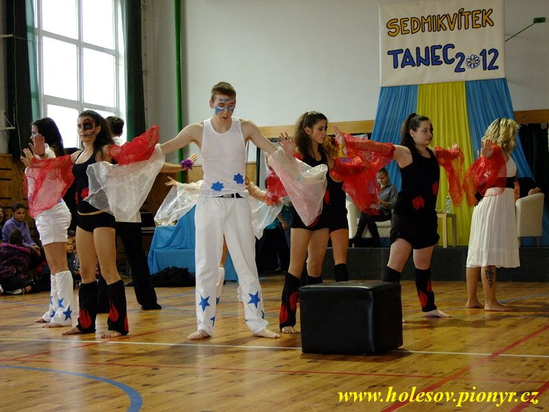 Sedmikvitek-tanec-2012-104