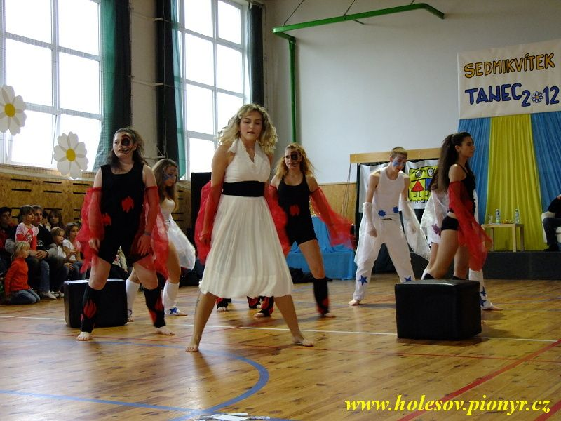 Sedmikvitek-tanec-2012-105