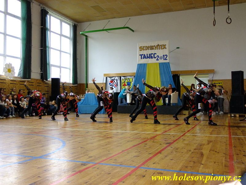 Sedmikvitek-tanec-2012-106