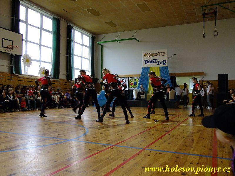 Sedmikvitek-tanec-2012-107