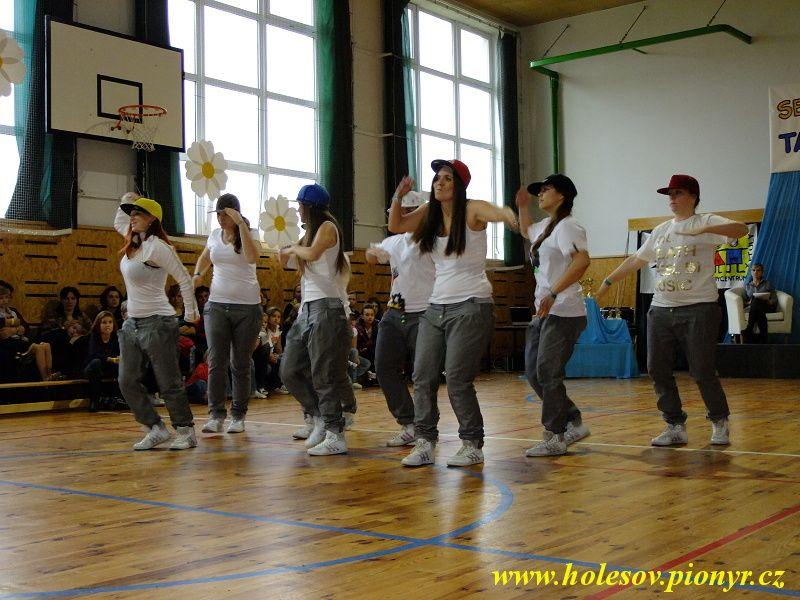 Sedmikvitek-tanec-2012-108