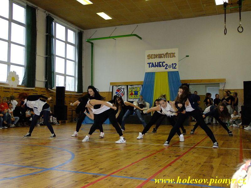 Sedmikvitek-tanec-2012-113