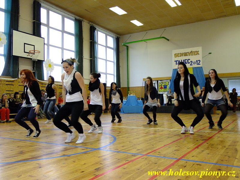 Sedmikvitek-tanec-2012-115