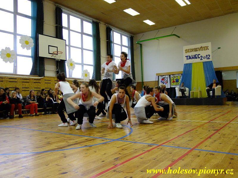 Sedmikvitek-tanec-2012-117