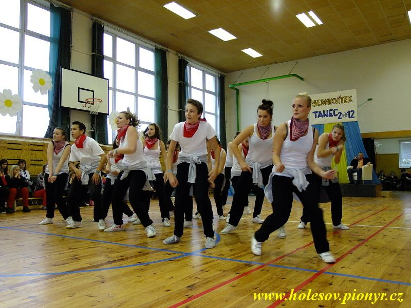 Sedmikvitek-tanec-2012-118