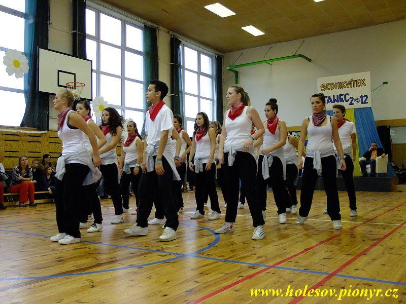 Sedmikvitek-tanec-2012-119